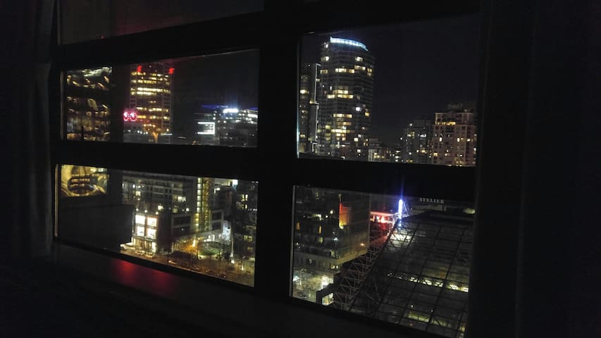 Central downtown ! Modern condo ! Amazing view