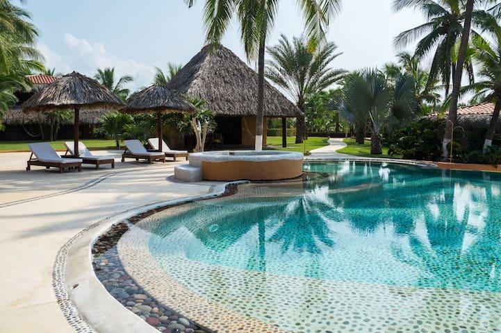 Residencia de Lujo frente al mar Playa Larga - Ixtapa Zihuatanejo - Villa