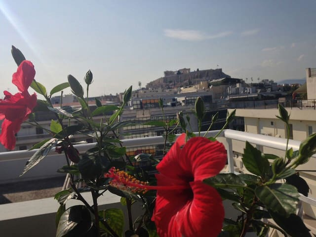 View of Acropolis from your bed! - Athina - Apartemen