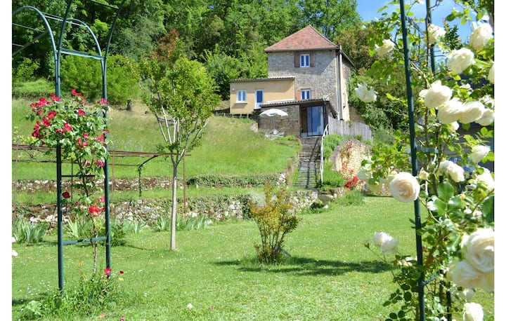Nice home in Cenac-et-Saint-Julien with Outdoor swimming pool and 2 Bedrooms