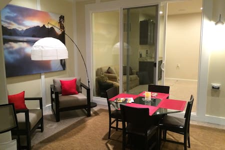 Luxury townhome in Frederick (private room & loft) - Frederick - Haus