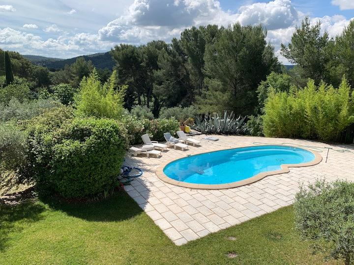 bastide provençale, piscine  proche d'Aix P.