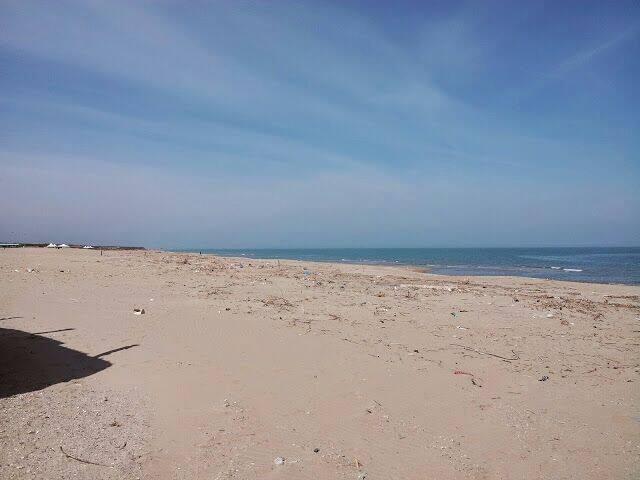 spiaggia sabbiosa, pulita e adatta ai più piccoli