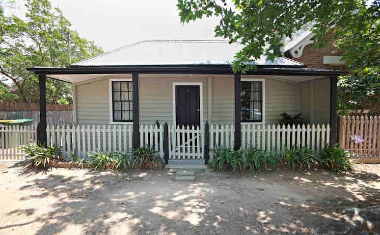 Betsys Cottage Heritage cottage in Richmond NSW