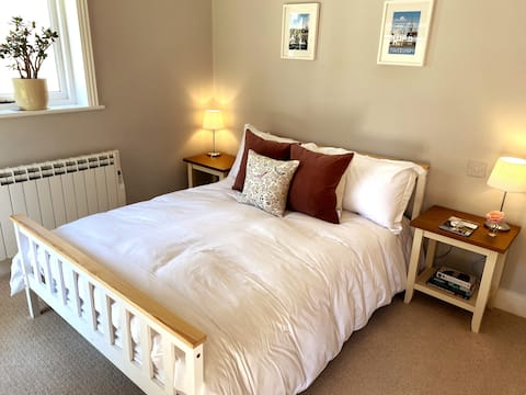 Cosy, self contained en-suite  space for 2!