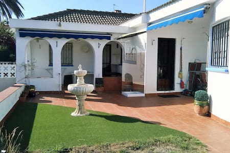 106D - Individual house with large garden - Cambrils