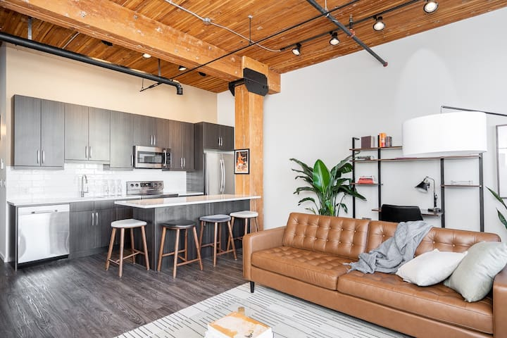 Contemporary & Bright 2BDRM in Exchange District