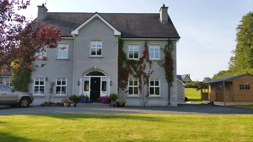 Luxury large home in Monaghan - Milltown - House