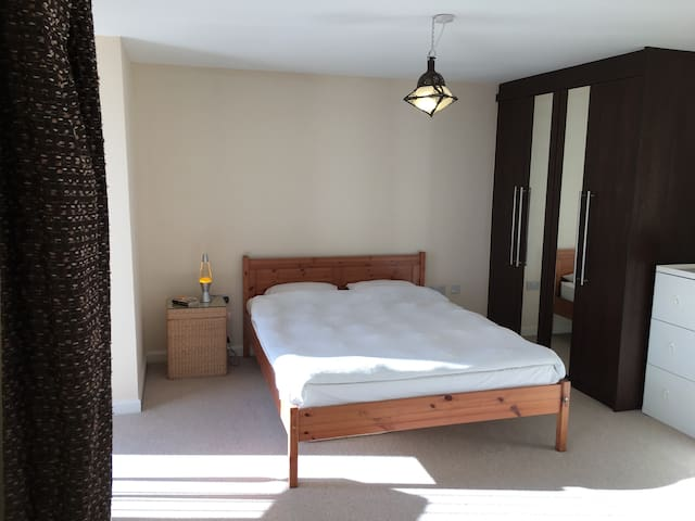 MODERN DOUBLE BED WITH ENSUITE @ COUTURE GROVE