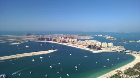 Lujoso piso superior 2 BR Ocean Heights con vista completa al mar