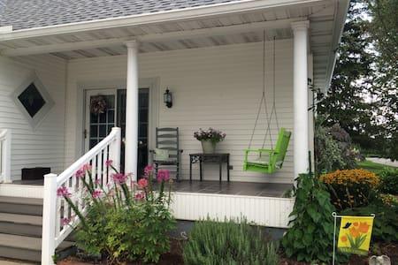 Turn of the Century Farmhouse - Bedroom #3 - Rockville - Maison