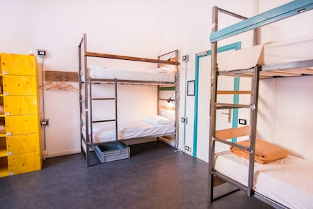 Cheap bed in shared room only 4 stops from Duomo - Mailand - Bed & Breakfast