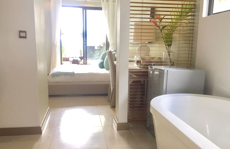 Beachfront En Suite King Room in Prime location-