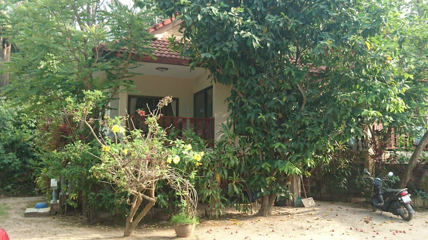 1 Bed House, 30 Seconds to Maenam Beach, Koh Samui