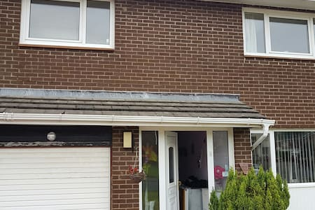 Close to train station to Glasgow City Centre - Newton Mearns