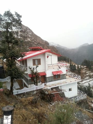 VEENU'S COT( three private rooms) - Mussoorie , Dhanaulti  - House