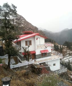 VEENU'S COT( three private rooms) - Mussoorie , Dhanaulti  - Дом