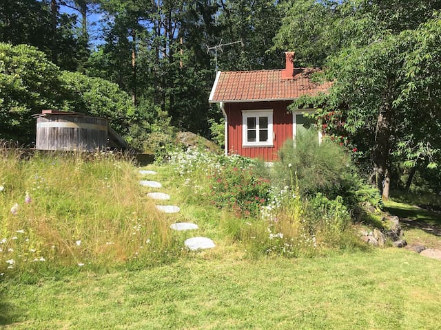 Cozy cottage in forest with spa, near Gothenburg