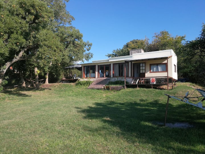 Casa rústica mirando al Paraná