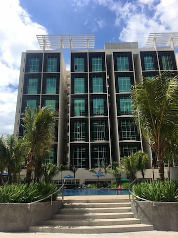 Cosy condominium  With swimming pool n gym
