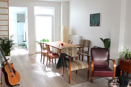 Quiet room in a clean and modern house - Gent - Ház