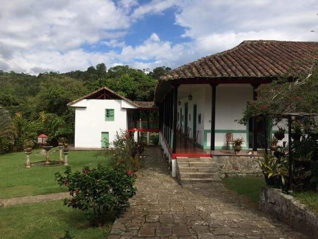 Acogedora Casa Tradicional con Paisaje - Cachipay - Srub