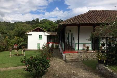 Acogedora Casa Tradicional con Paisaje - Cachipay