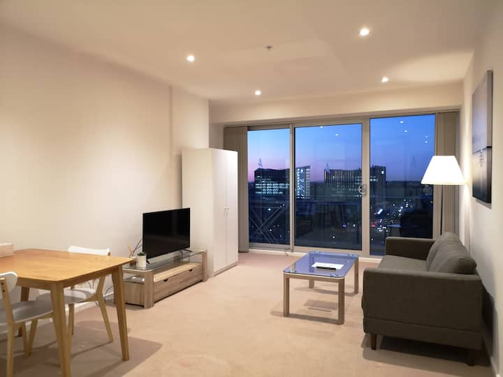 CBD Square View 1-Bedroom Apt With Free Parking #4
