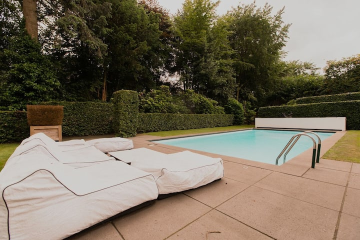 Villa on the border of Netherlands-Belgium with a pool