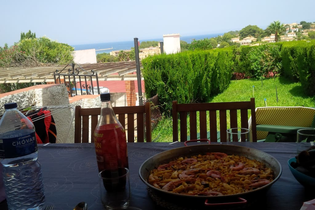 Vistas al mar Mediterraneo desde la terraza trasera
