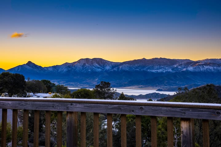 Perfect Mountain Getaway with Panoramic Views!