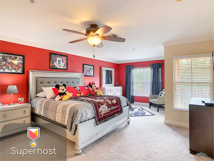 NO AIRBNB FEES!!! Thematic House inside a Resort!!! Disney only 8 miles away!!! Close to Restaurants, Stores, Supermarkets and the THEME PARKS!!! Thematic House 09! See profile for more houses!!!