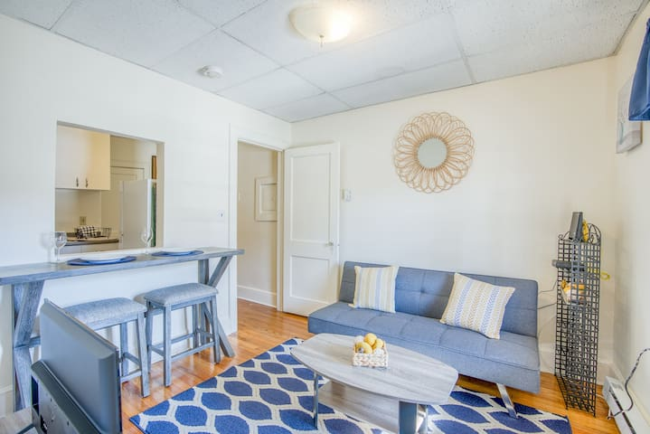 Clean Cozy Getaway | On Main Street | Free Parking