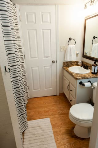 Flagstaff Home-tel Suite 2. Comfort in the Mtns.