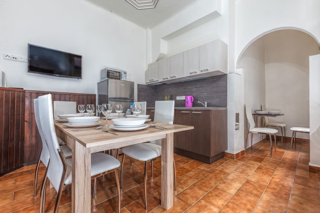 Good equipped kitchen with dinning area.