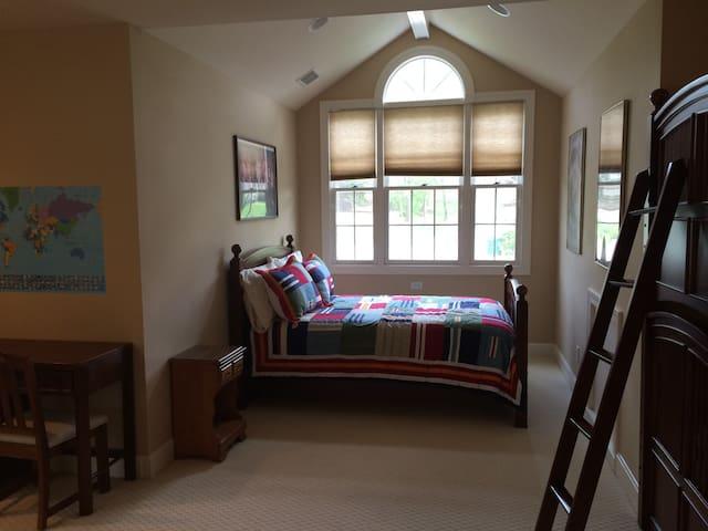 Upstairs Bedroom #3 (Queen) in window alcove