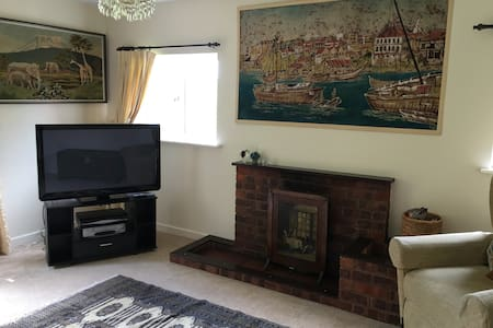 Comfortable 3 bedroom annexe in pretty location - Leominster - House