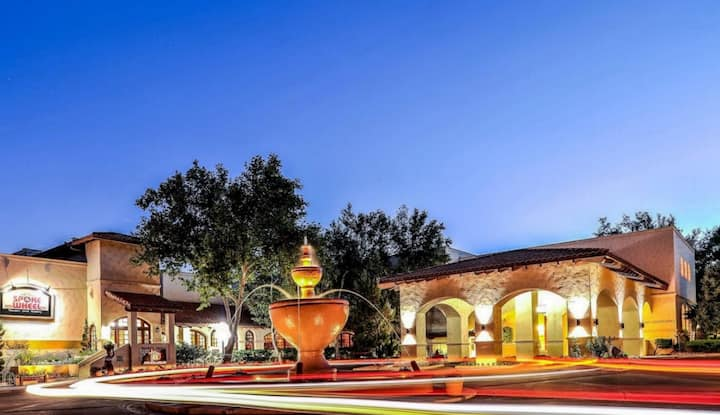 Sedona Downtown 1BR condo sleeps 4 Pools Spa