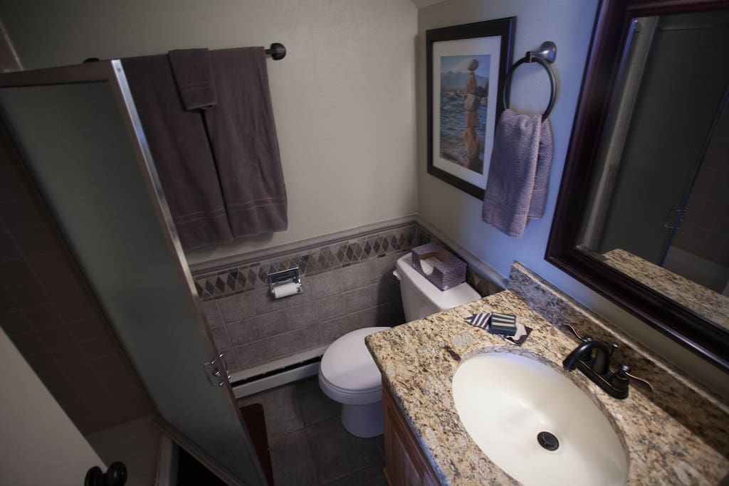 1.5 bath, fresh towels, shampoo, soap and EXTRA SOFT toilet paper is included!