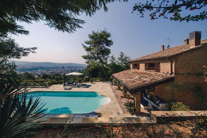 Villa con piscina Pesaro camera Lucia - Pesaro - Villa