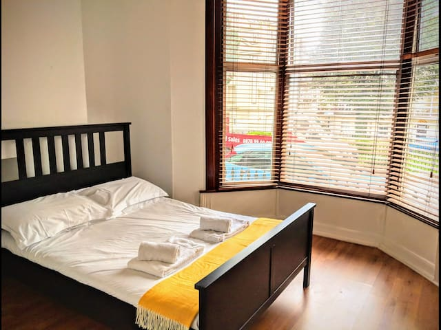 Best Located En Suite DBL Room in Brighton