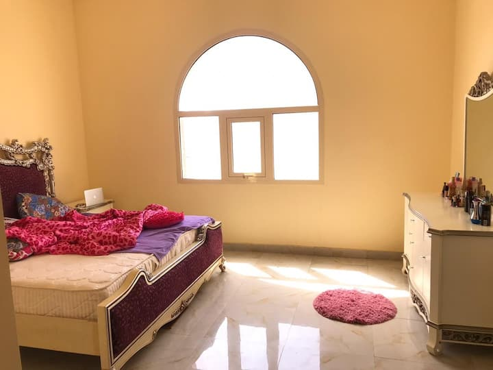 Lavish Studio Apartment (10 mnts from Airport)