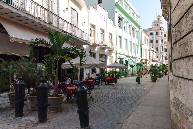 Calle Mercaderes, donde esta ubicado el Apartamento, muy céntrica, en la Habana Vieja.