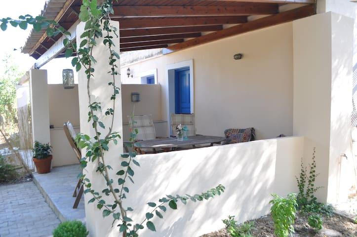 TRADITIONAL OVIVE GROVE HOUSE - Argyrades - Dom