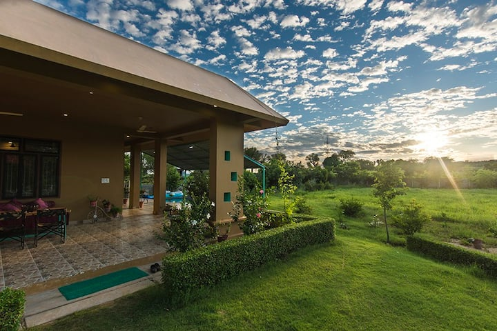 Girisadan Farmstay w/Pvt. Pool+BKFST+ Serene Views