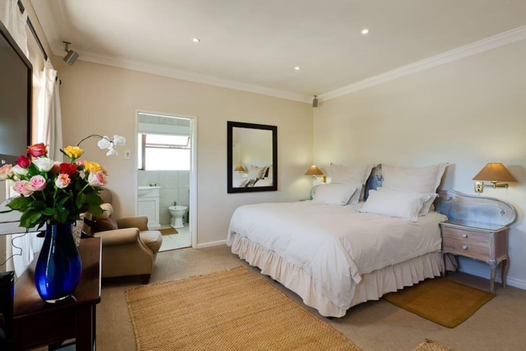 Double Main Bedroom with Main Bedrrom with King size bed.  Bathroom en suite and views of the backdrop of Table Mountain.