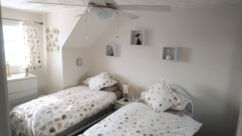 Twin bedroom-Rumney,Cardiff