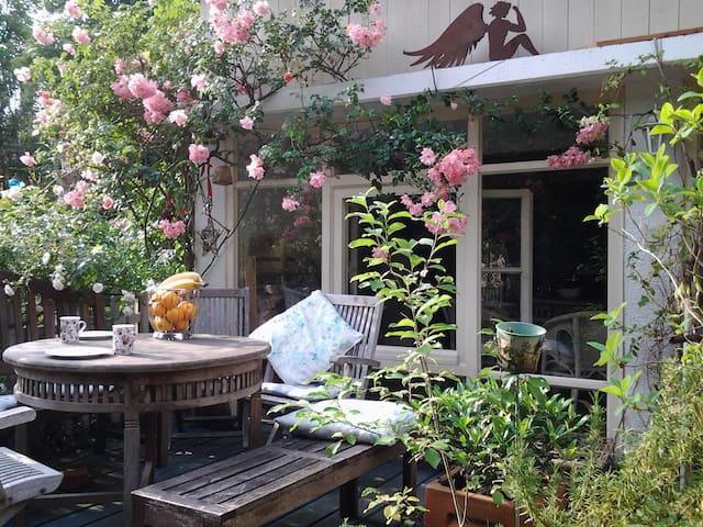 Romantisches Wohnen im Atelierhaus