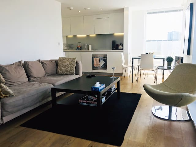 2 Bedroom Penthouse With Terrace - Arsenal Stadium