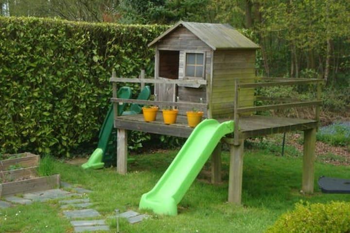 Maison entourée d'arbres et d'oiseaux - Roncherolles-sur-le-Vivier - Dům